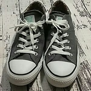 Converse Gray size 8 sneakers tennis shoes padded